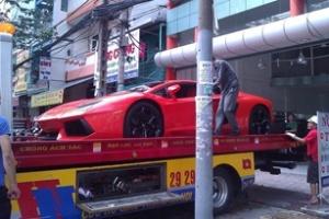 Thêm chiếc Aventador màu đỏ về Việt Nam