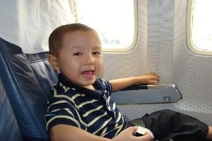 Quy định về giấy tờ đi máy bay đối với trẻ em dưới 14 tuổi