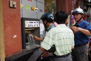 Chiêu móc tiền mới từ ATM