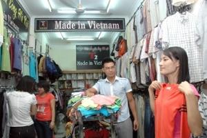 """Hàng Việt ngày càng """"hot"""" trên thị trường"""