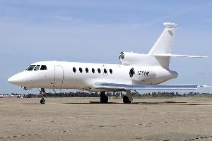 Công ty sở hữu Blackberry bán máy bay phản lực