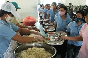 Báo động suất ăn công nhân