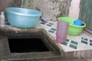 Sinh viên phải mua nước bẩn với giá cao