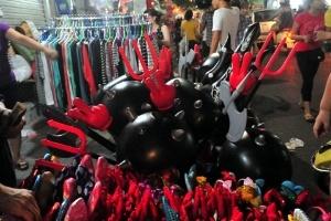 Nhức mắt đồ chơi trung thu Trung Quốc