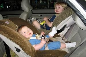 Ghế trẻ em trên ôtô - trang bị an toàn thường bị bỏ qua