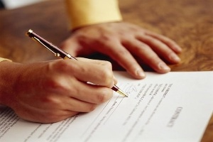 Giám đốc có quyền ký hợp đồng không?