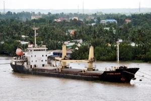 Tàu 'hoang' của Vinalines bị bỏ mặc suốt 8 tháng
