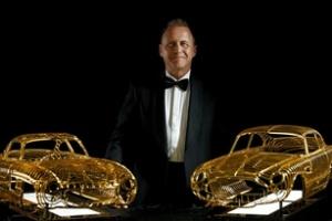 Những tác phẩm điêu khắc hình siêu xe bằng vàng