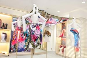 Louis Vuitton ra mắt BST khăn mới tại Tokyo