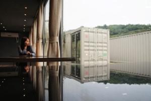 Khách sạn từ những thùng container