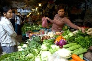 Thời tiết trở lạnh, giá thực phẩm tăng