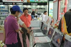 """""""Bão"""" giảm giá vùi dập thị trường laptop"""