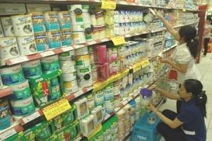 Sữa ngoại thay đổi mẫu mã bao bì để tăng giá