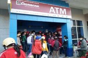 Rồng rắn đi rút tiền tại ATM, rút được... cục tức