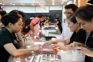 Nhiều người mua vàng cầu may đầu năm