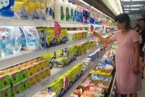 """Sữa bột """"âm thầm"""" tăng giá"""