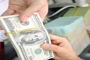 Giá USD tăng vọt qua mốc 21.100 VND/USD