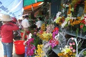 TP.HCM: Giá hoa tươi tăng cao