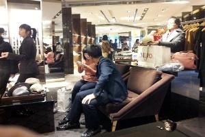 Tịch thu hàng gian lận tại Gucci-Milano Hà Nội