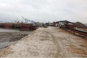 Doanh nghiệp điêu đứng vì quyết định xây cảng