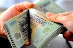 Lãi suất hạ: Tiền vẫn vào đổ ngân hàng