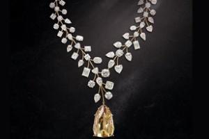 Vòng cổ với viên kim cương vàng lớn nhất thế giới
