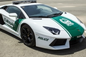Cảnh sát Dubai tuần tra bằng siêu xe Lamborghini Aventador