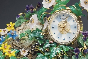 Đồng hồ để bàn hình tổ chim ác là của Patek Philippe