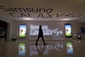 Samsung 'đau đầu' vì quá giàu