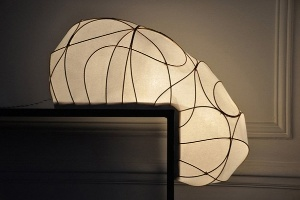 Đèn Lampe L độc đáo của Anna Leymergie