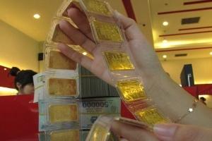 Bát nháo phí giữ vàng