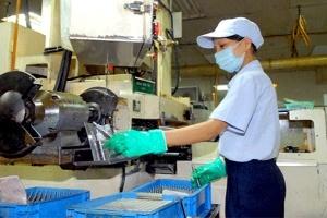 Nâng tính cạnh tranh tạo lực hút FDI