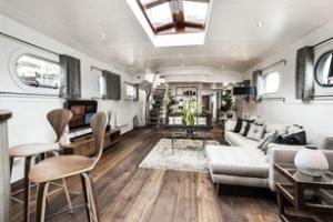 Nhà thuyền trên sông Thames