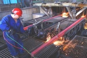 Khó khăn vẫn đeo bám ngành thép