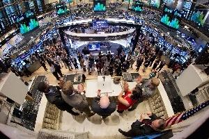 Kết quả kinh doanh thúc đẩy chứng khoán Châu Âu; thị trường Mỹ giảm