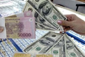 Ngân hàng tiếp tục giảm giá mua bán ngoại tệ