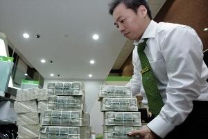 Cung ngoại tệ dồi dào, USD sẽ giảm giá