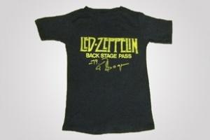 2 chiếc áo phông cũ đắt nhất trên eBay