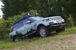 Land Rover ra mắt mẫu xe hybrid đầu tiên