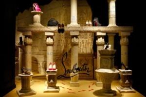 Christian Louboutin: Cửa sổ trưng bày đậm chất Ai Cập