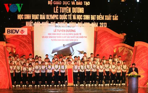 Thủ tướng tặng Bằng khen cho học sinh đoạt giải quốc tế