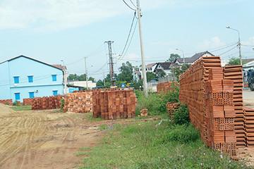 Bãi chứa vật liệu xây dựng gây ô nhiễm môi trường