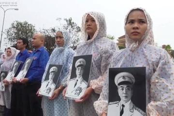 Người Quảng Bình đội mưa viếng Đại tướng