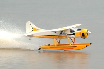 Đề xuất khai thác thủy phi cơ ở vịnh Hạ Long