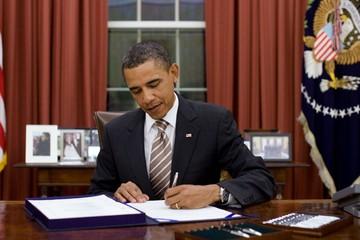 Tổng thống Mỹ Barack Obama ký Dự luật thoả thuận đưa Chính phủ Mỹ quay lại hoạt động