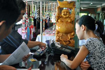 Ngân hàng Nhà nước yêu cầu đẩy mạnh thanh toán qua POS