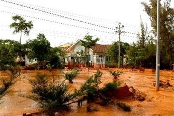 Bình Thuận: Vỡ hồ chứa nước thải titan