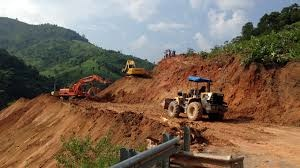 Sạt đất, đường dây 220kV Sông Tranh - Tam Kỳ bị đe dọa