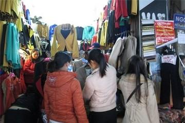 Rét mạnh kéo dài, người Hà Nội đổ xô mua hàng chống rét