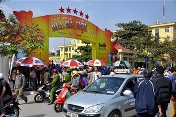 Hơn 100.000 người tham gia Ngày hội uống bia miễn phí ở Hà Nội